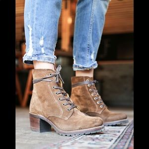 Frye Sabrina 6G brown suede lace up boots
